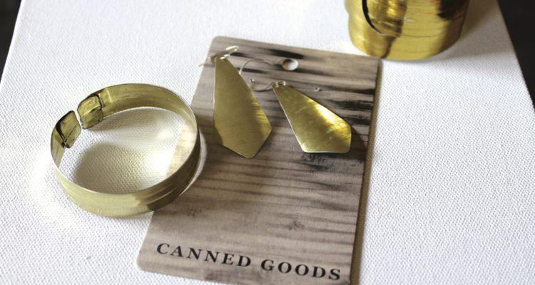 Ohrringe und Armreif aus Dosen hergestellt von Canned Goods