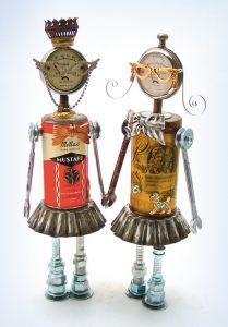 Zwei Roboter aus Dosen